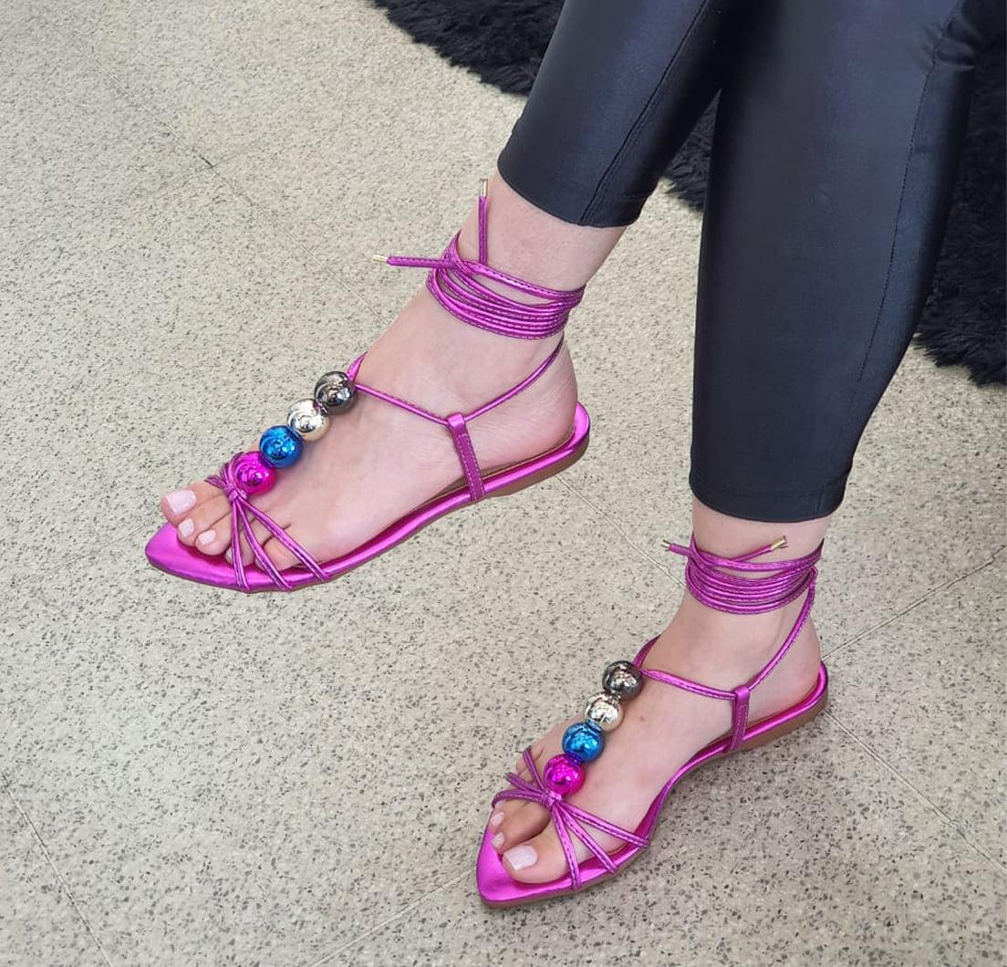 Sandália Rasteira Bolinhas Laminado Pink