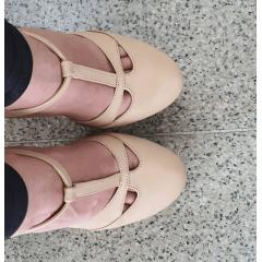 Sandália salto 15 bico fechado nude amendoa
