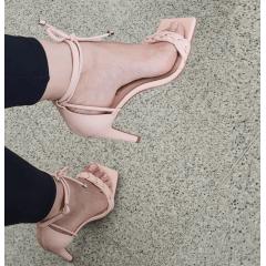 Sandália Salto Alto Minimalista Fluffy Duas Tiras Rosé
